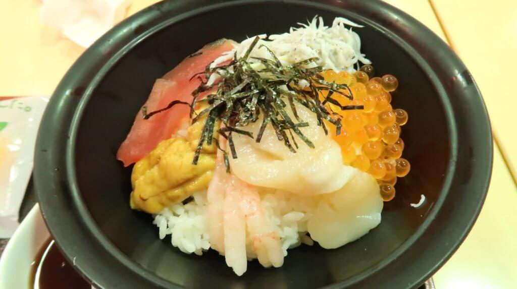フードコートの海鮮丼