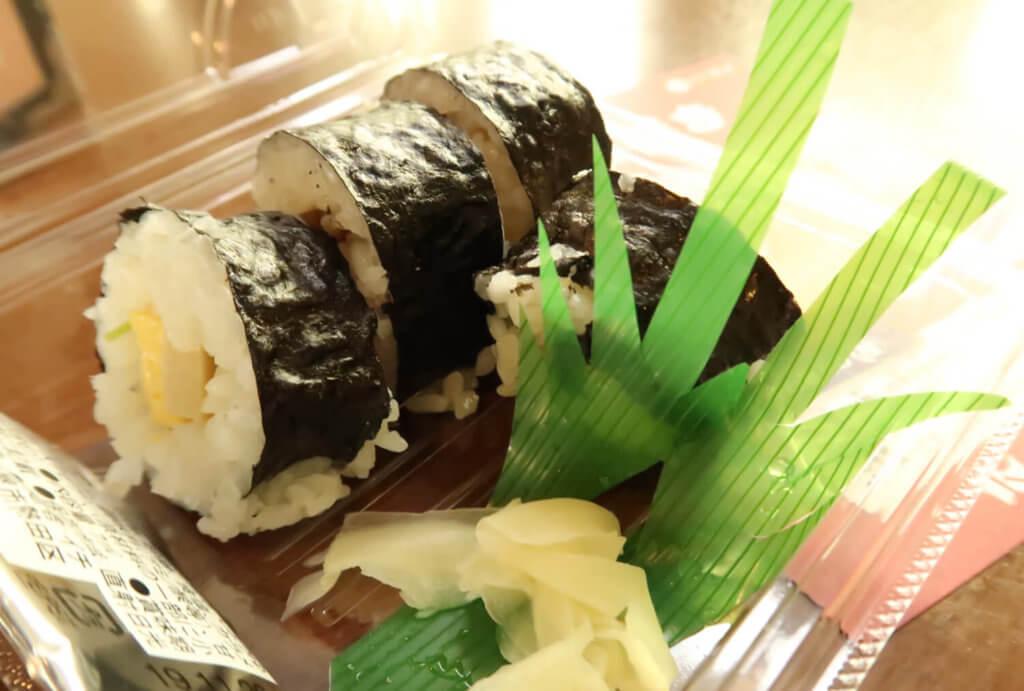 長男とらクンの和食さとでの仕事の成果。巻き寿司が完成