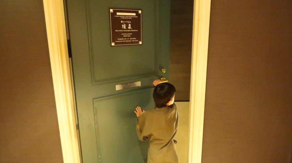 専用エレベーター入り口ドア