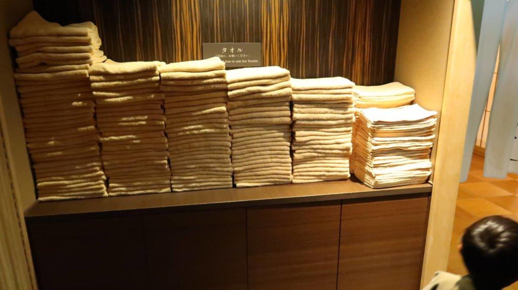 大量のタオル